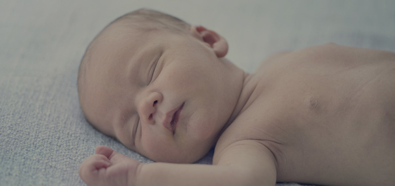 7126f1b5f797a9 Sueño del bebé recién nacido: patrones y horarios | JOHNSON'S®